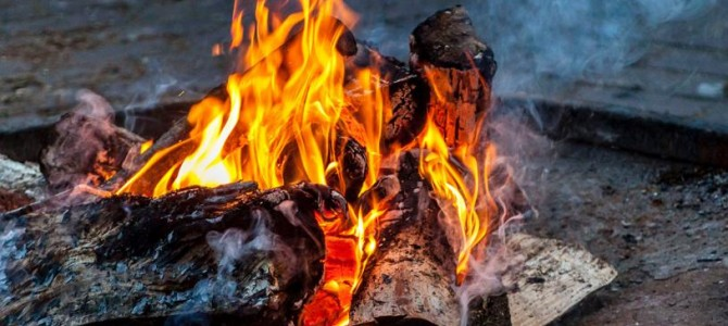 Tradicional hoguera de San Juan en Salamanca